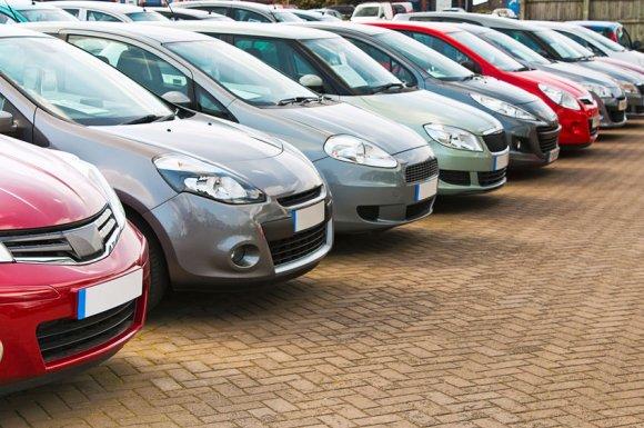 Vente de véhicules récents d'occasion dans garage automobile à Saint-Just-Saint-Rambert